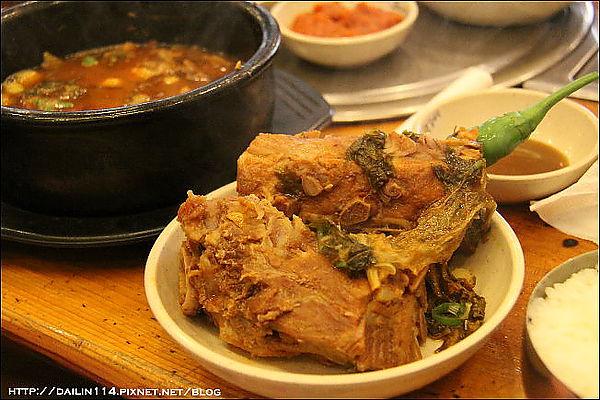 【首爾新設洞美食】馬鈴薯排骨湯|신설동/뼈다귀 조마루감자탕신설 @GINA LIN