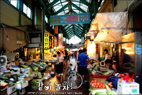 【江原道傳統市場美食】江陵中央市場|吃吃喝喝之我們要上電視了! 韓國綜藝節目2天1夜、UKiss也來此出過外景 무박2일 @GINA LIN