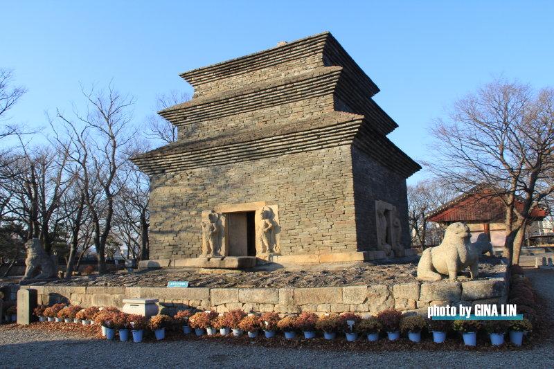 【慶州自由行】芬皇寺(분황사)國寶第30號的模塼石塔,新羅時代最早的石塔。 @GINA環球旅行生活