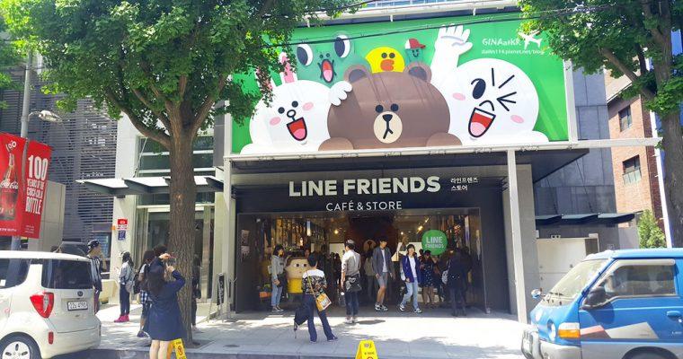 2020首爾購物》江南新沙站LINE Friends Story 官方周邊商品旗艦專賣店新沙林蔭大道店신사 가로수길/라인프렌즈 플래그십 스토어+LINE CAFE 馬卡龍、熊大巧克力+附地圖(交通方式) @Gina Lin